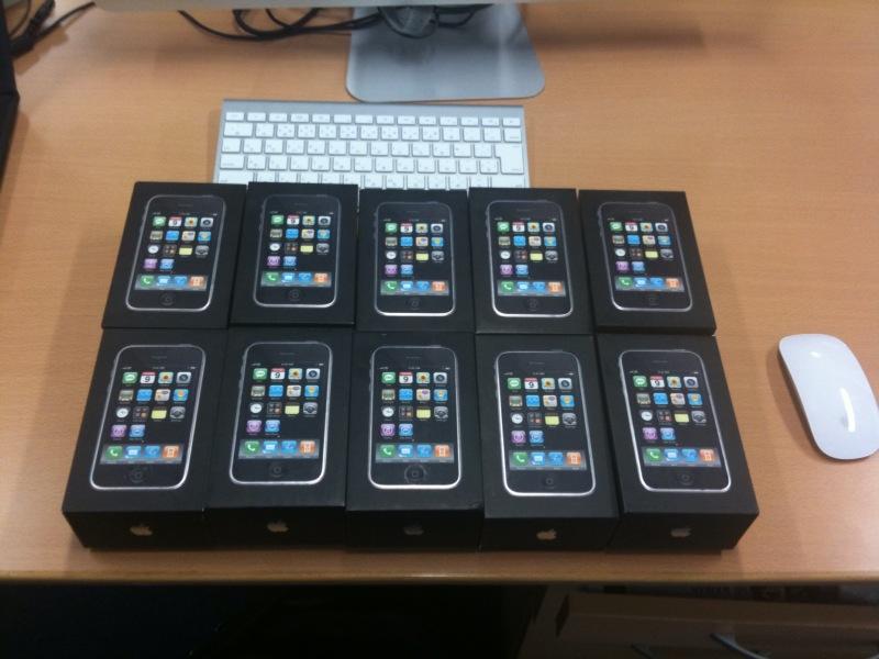 ずらりとiPhone10台。壮観。