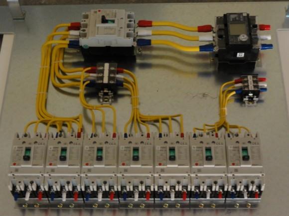 今回は、電源周りも新しく工事をしました(動力・弱電とも)