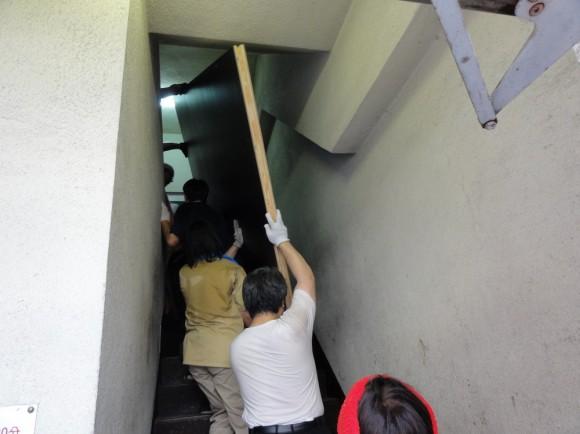 裏階段がギリギリでした