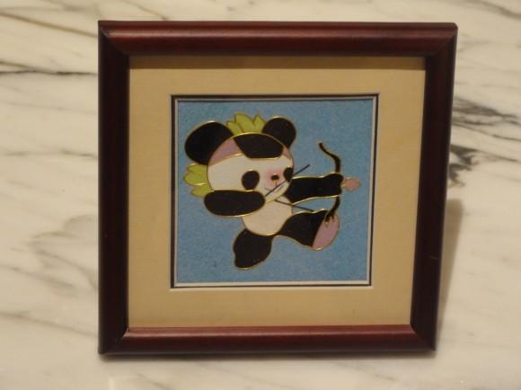 パンダの絵画を購入。紙を貼り付けて絵を作ったものです。