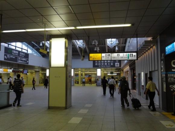 エレベータもあり、乗り換えが断然便利な日暮里駅を選択する方が、上野駅より便利でいいです。
