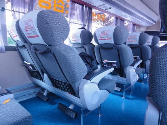 バスのソファーは、飛行機のようです。とても快適です。