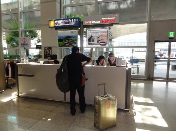 カウンターは、仁川国際空港の1Fの7番出口近くで借りることができます。