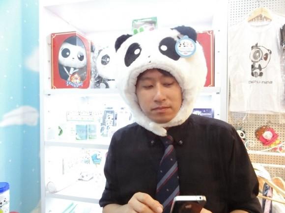 パンダのでかい縫いぐるみでは難しい時も、このパンダのかぶり物なら、、、と思案中