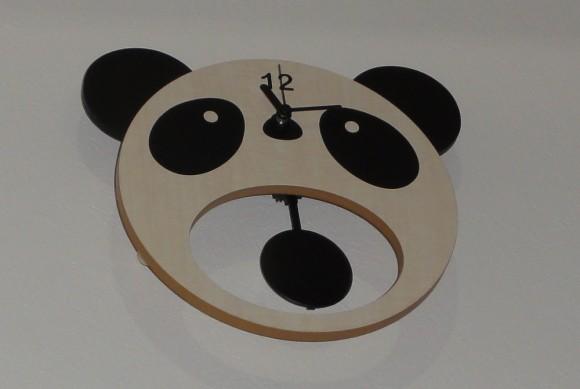 USTREAM用スタジオ「パンダスタジオ」のパンダ時計