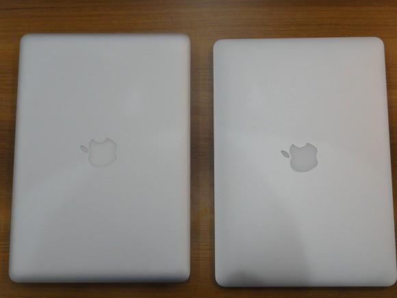 Mac Book Pro と Mac Book Air を上から撮ってみました