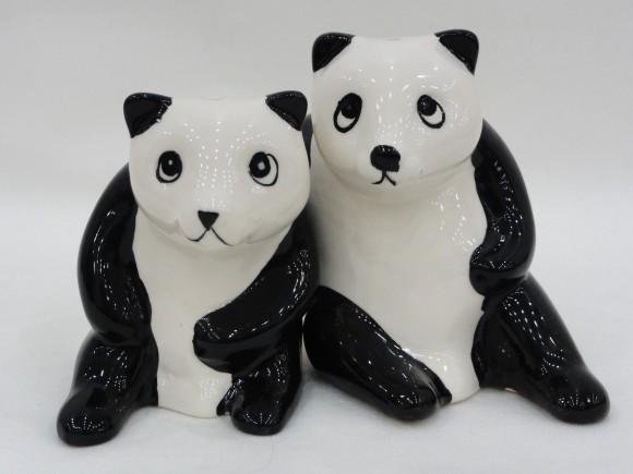 ▲一見ひとつに見えますが、2匹のパンダが肩を組んでいます。