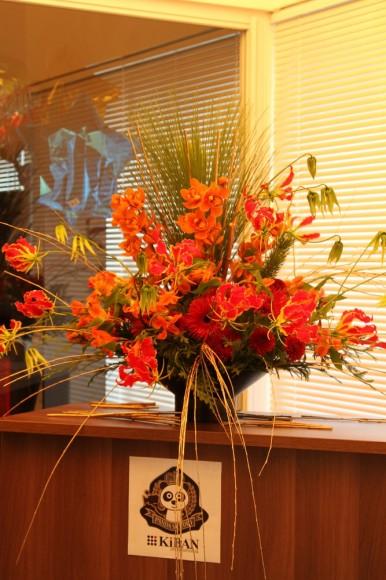 パンダスタジオのエントランスの装花(2011年1月4日)写真1
