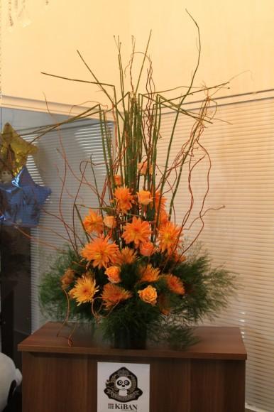 装花は、フラワーデザイナーの小山大蔵さんの作品