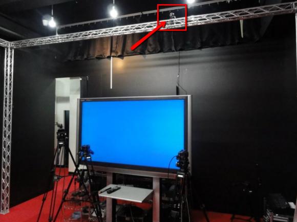 3.5メートルのハイアングルカメラをパンダスタジオに設置