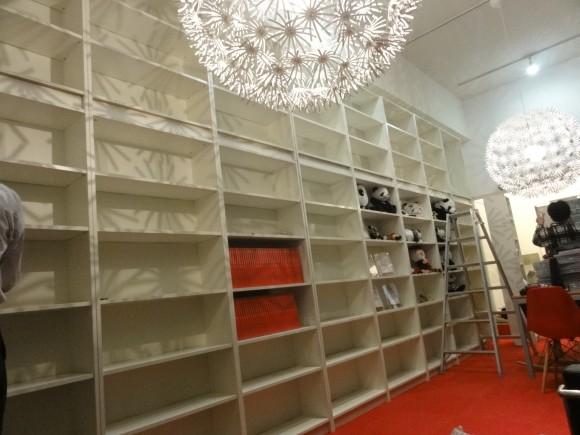 高さ3メートル10センチの本棚9本を設置しました