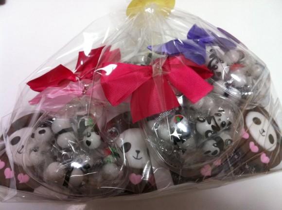 アクティブノート社の長瀬社長が、お店のパンダを買い占め(大人買い)してプレゼントしてくださいました