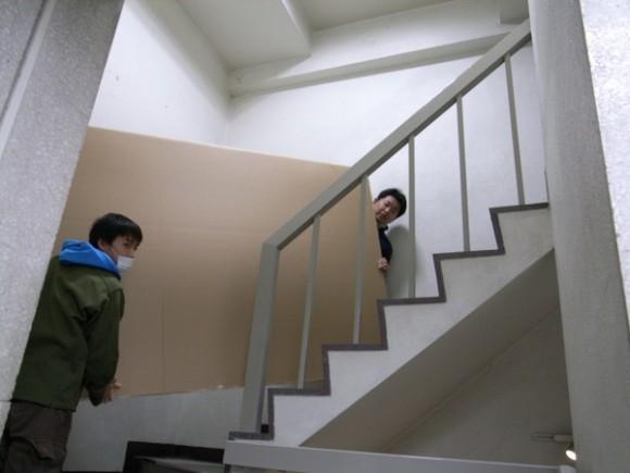 段ボールで階段の取り回しが可能か、予行演習の第1回目