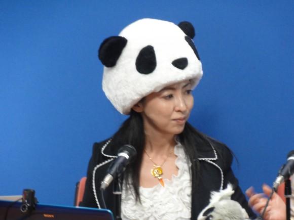 ▲パンダのかぶりものと上品なファッション