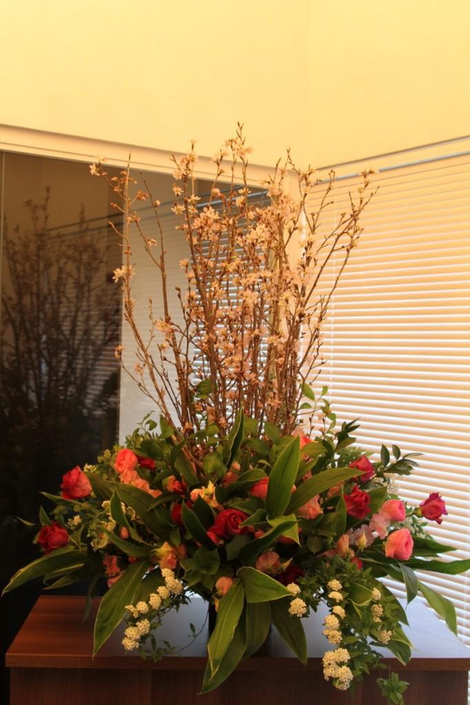 パンダスタジオのエントランスのお花(小山大蔵さんの4月4日の作品 写真1)