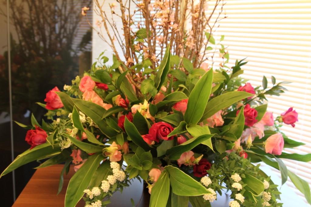 パンダスタジオのエントランスのお花(小山大蔵さんの4月4日の作品 写真2)