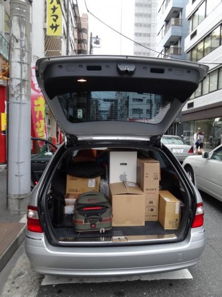 名古屋スタジオ、姫路スタジオの荷物の2セットを積み込み完了