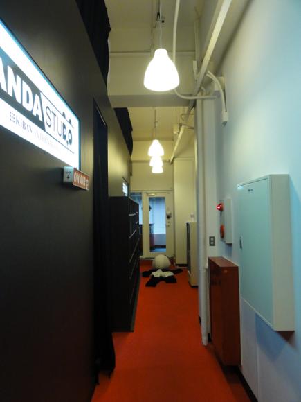 廊下の照明がムーディーになりました。
