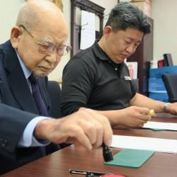 東京テレビセンターの事業譲渡契約の調印式の様子